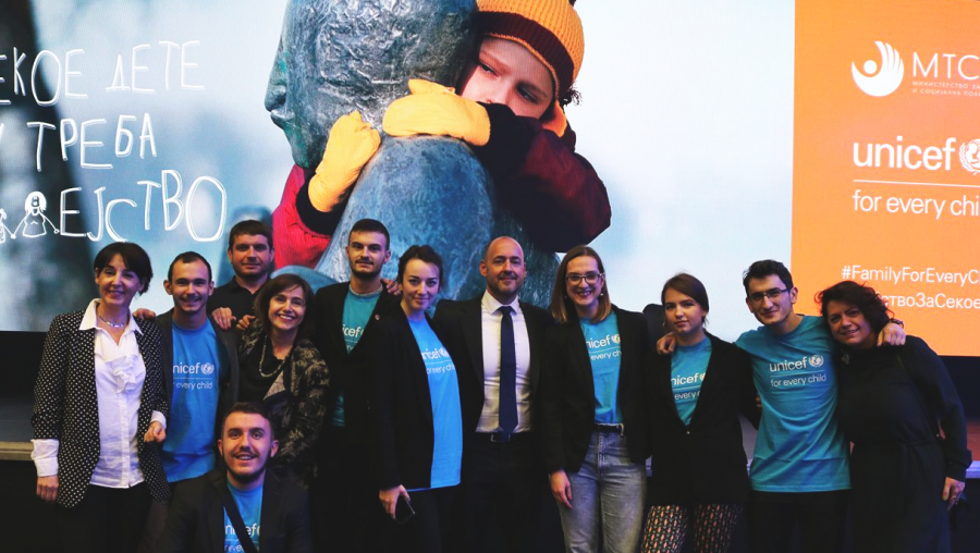 Aleksandar (second from right) and his team with the UNICEF MK team after the #FamilyForEveryChild event in Skopje.